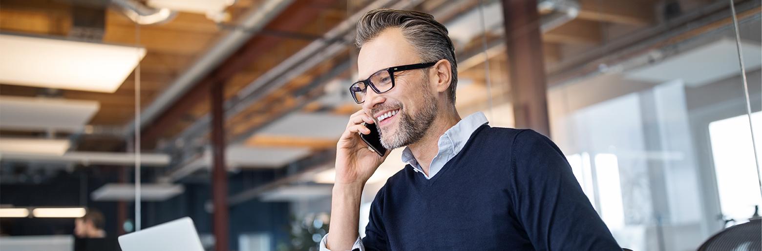 Man_talking_on_phone_1560x515